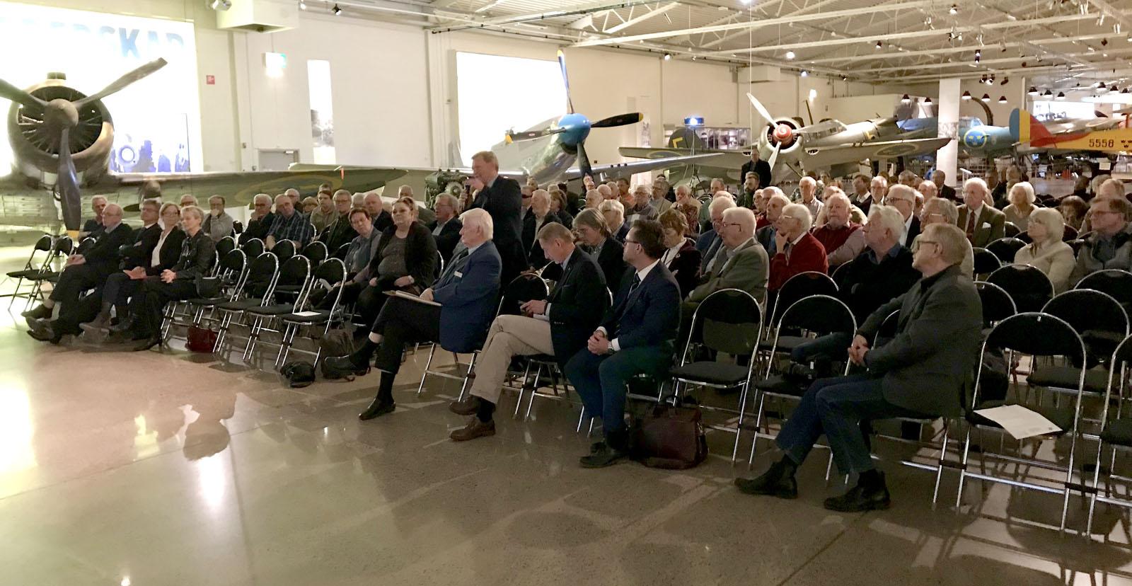 Intresserade åhörare vid Försvarspolitiskt samtal i Linköping den 16 april 2018