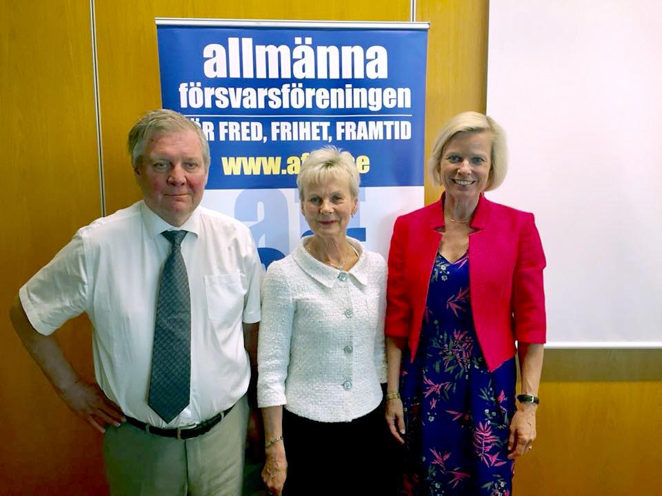 Vi hälsar Landshövdingen i Östergötlands län varmt välkommen som ordförande i AFF. På bilden tillsammans med Kanslichef Bo Jifält och GS Anna Wieslander.
