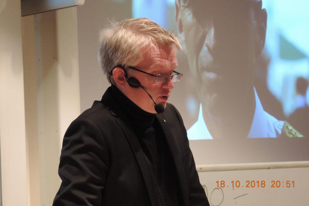 Lars Wilderäng föreläser i Kalmar 18 oktober 2018. Foto: Birger Jägtoft.